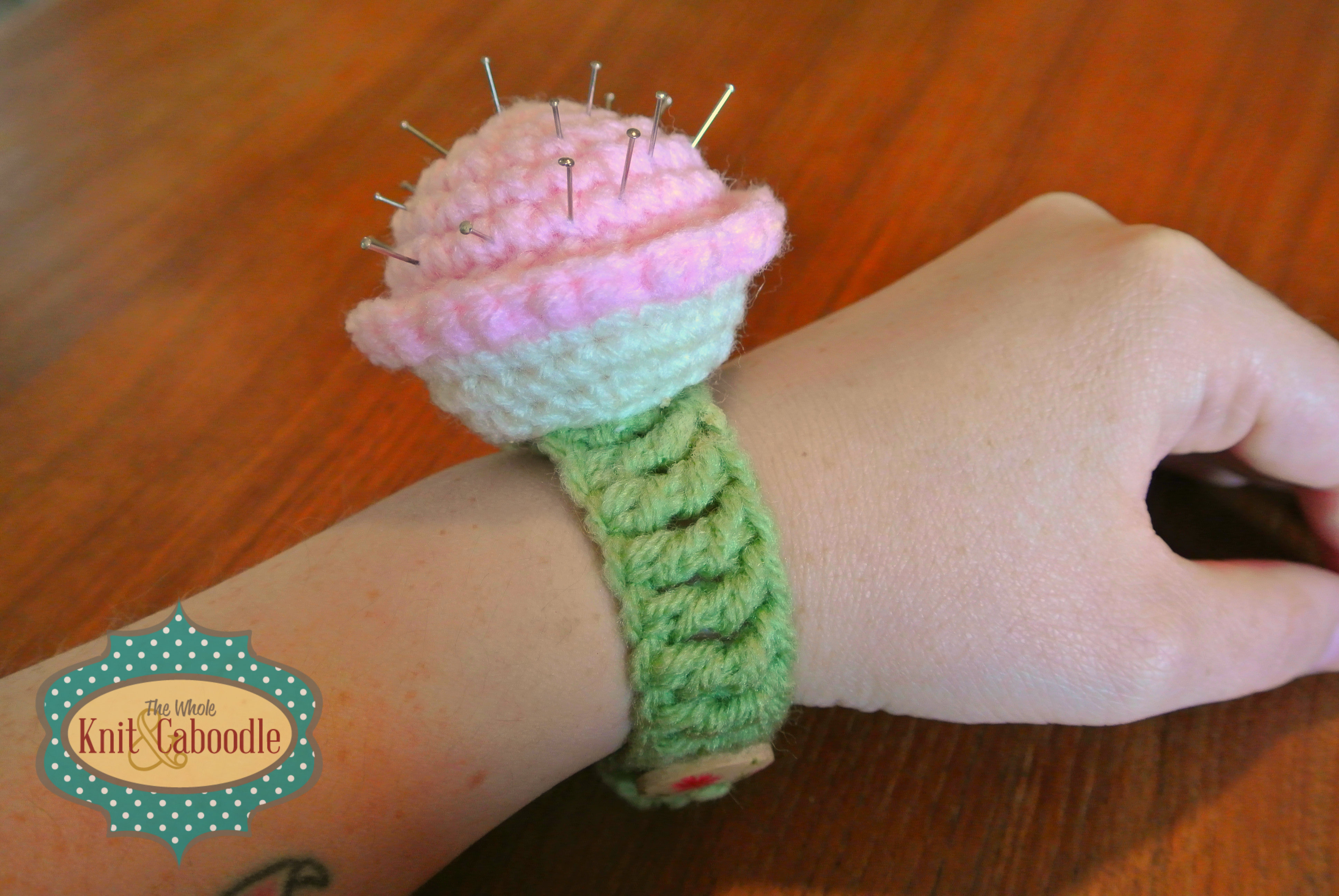 Free cupcake pin cushion pattern the whole knit caboodle cupcake pin cushion bracelet bankloansurffo Image collections